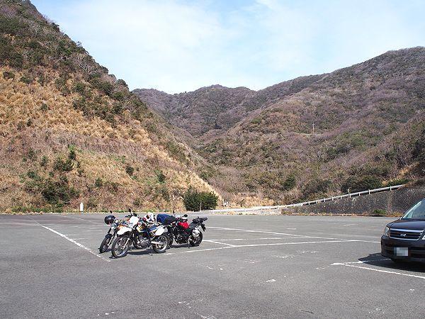 波勝崎苑の駐車場