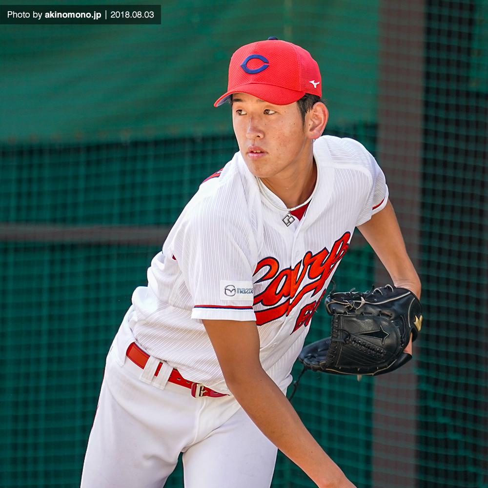 投球練習中の遠藤淳志投手