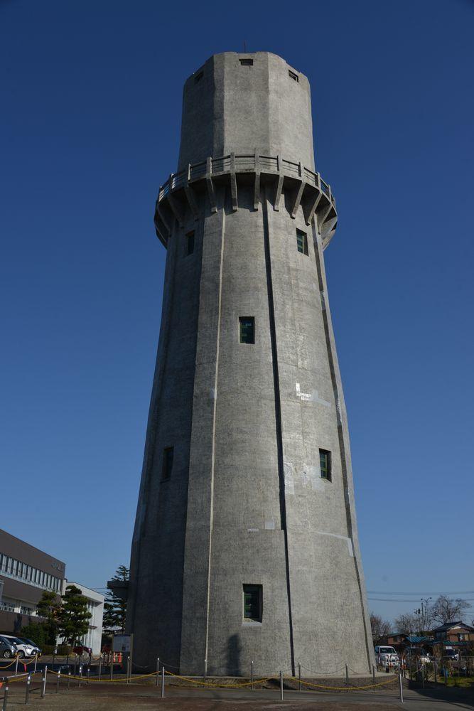 青空に水道塔-1