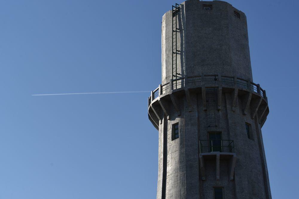 青空に水道塔-2