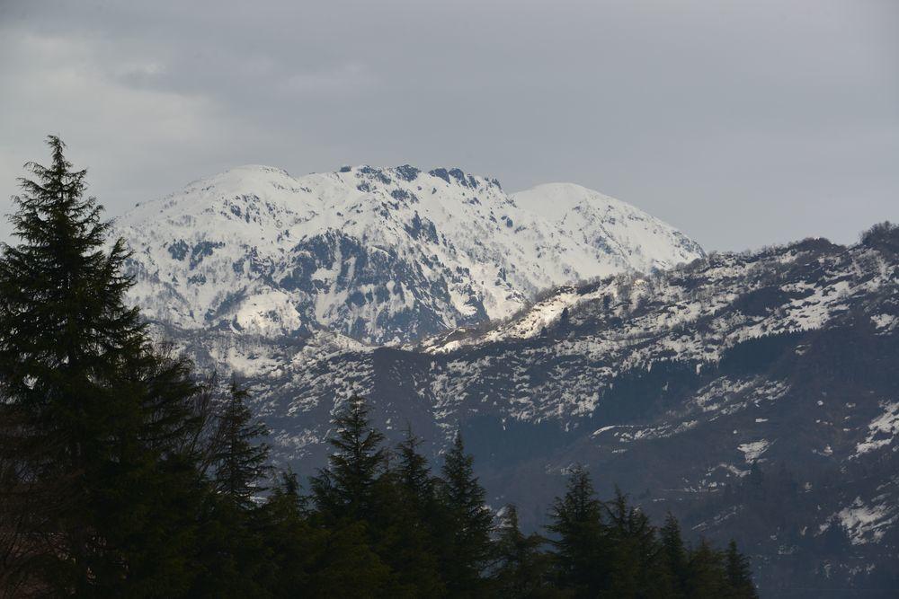 残雪 山-1