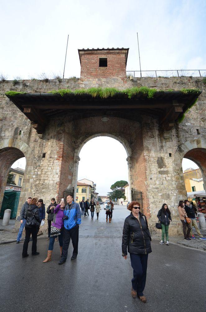 ピサの城門-6