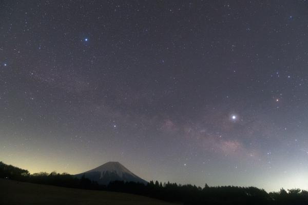 富士に掛かる夏の天の川_20190309