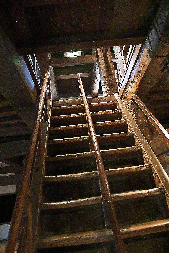 天守2階へ上がる階段