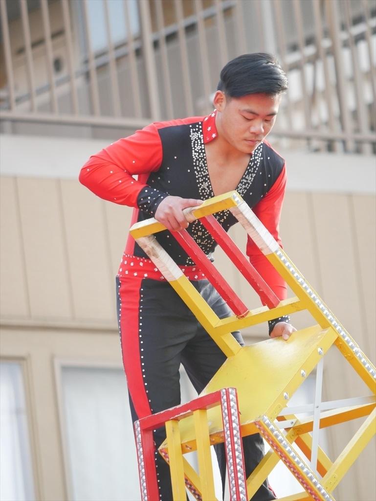 椅子倒立芸(4)_05