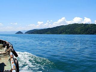 琵琶湖から眺めた沖島