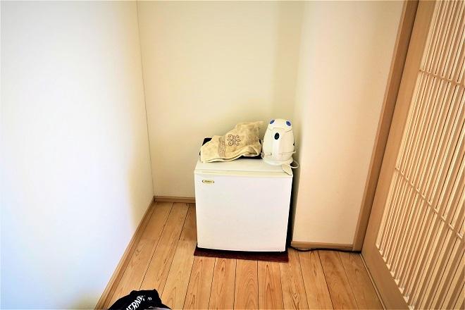 部屋には冷蔵庫