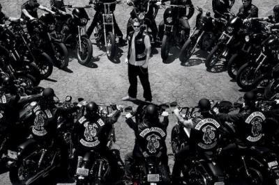 sons-of-anarchy-bikers_convert_20190329191618.jpg