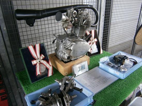 P4290051r 鈴鹿レーシング CB125S エンジン