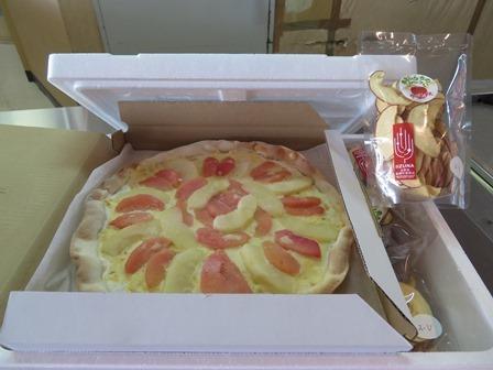リンゴのピザの宅配品