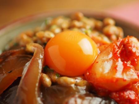 漬け刺身のキムチ納豆丼023