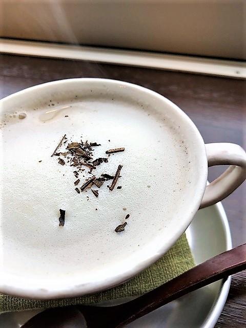 カフェ ファーストペンギン ほうじ茶ソイラテ