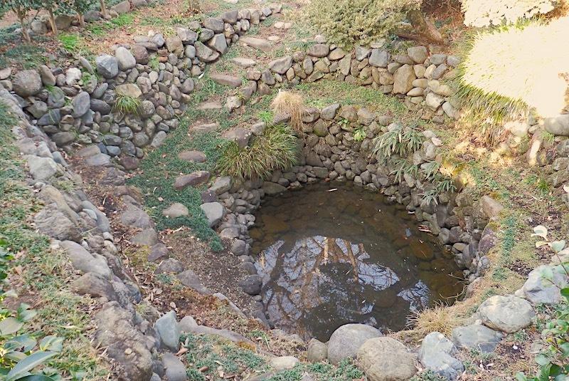 「渕上の石積井戸」