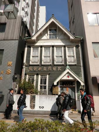 東上野の店構え…安倍総理もハムカツを食べにやってきた!