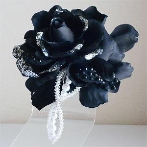 結婚式コサージュ・黒のメリアブーケ型でスタイリッシュに