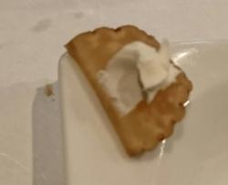 いぶりがっこのクリームチーズのせ