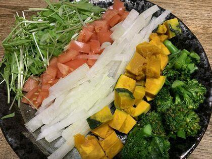 野菜だけ並べたサラダ