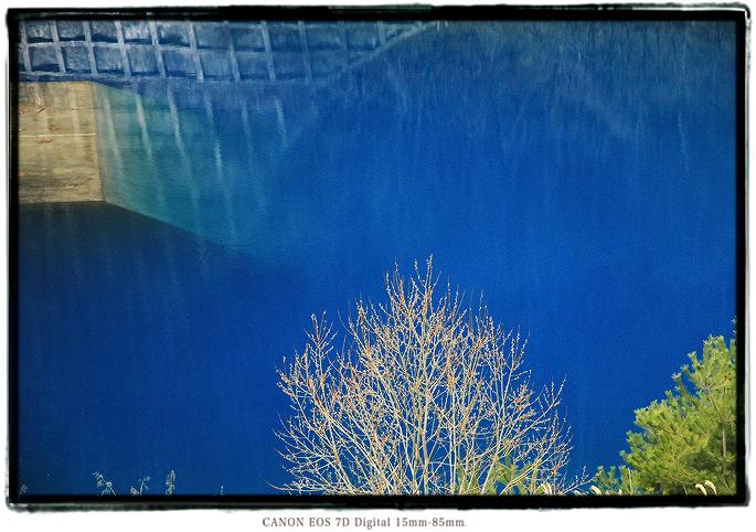 長野県筑北村青い栃平ダム湖青い池1903Bluepond07.jpg