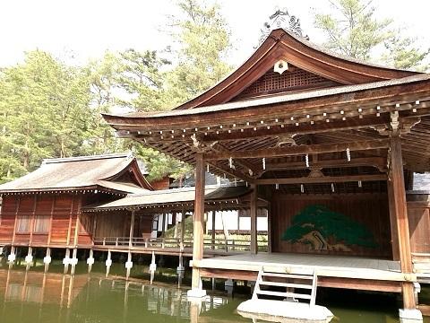 身曾岐神社の能楽殿