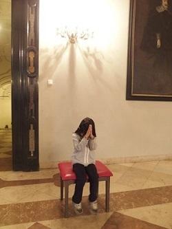 ドイツにて祈る子供