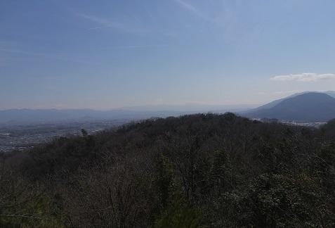 3 大峰山系は春霞