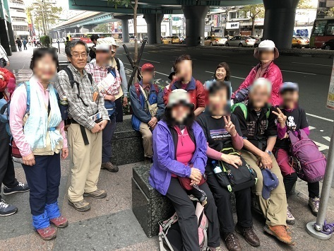 3 忠孝復興站でバスを待つ