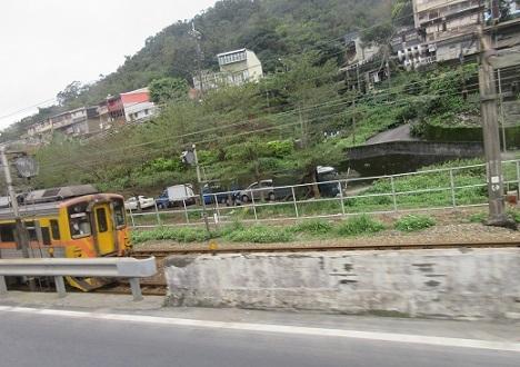 8 瑞芳站手前の台湾鉄道の車両