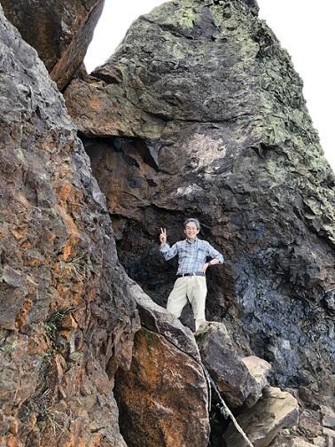 29 岩穴のルートを通過して頂上へ