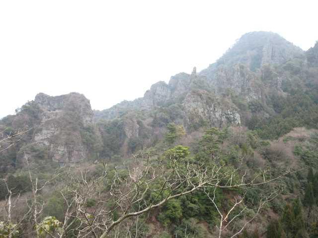 IMG0061JPG展望台より仙岩山の岩峰群