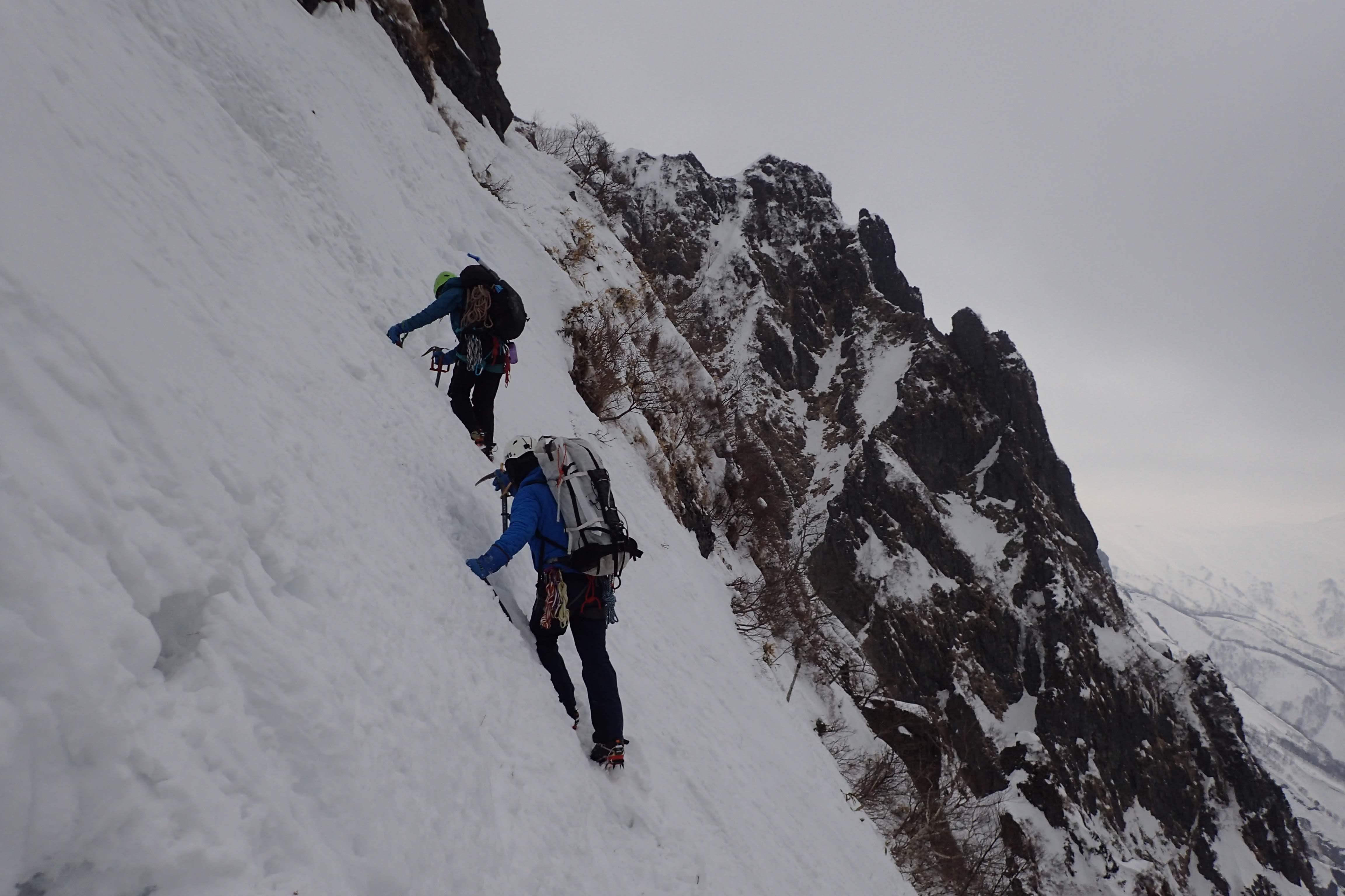 第2岩峰あきらめてトラバース