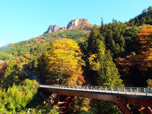 秋の立岩H3010