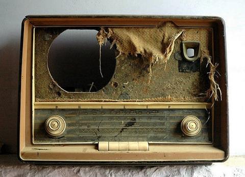 ぼろぼろのラジオ