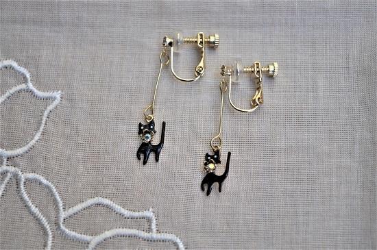 黒猫のイヤリング