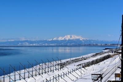 北浜駅展望台から望む海別岳とオホーツク海