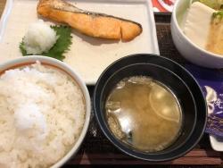 焼き鮭 朝ごはん