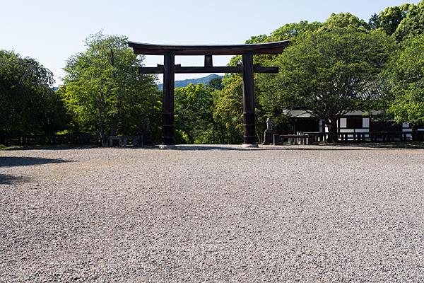 吉野神宮大鳥居と境内