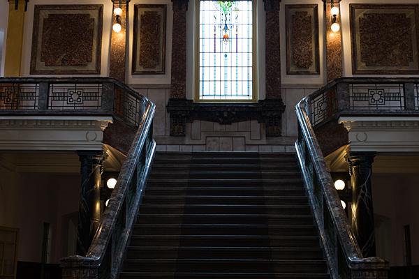 名古屋市市政資料館階段