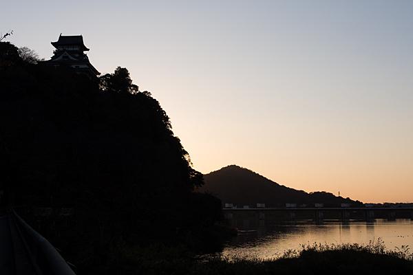 犬山城と伊木山夕景