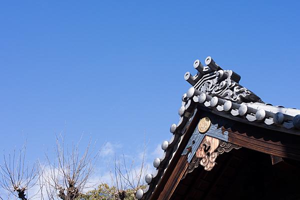 島田神社拝殿屋根と鬼瓦