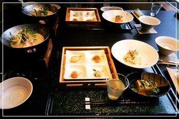 温泉旅館で朝食