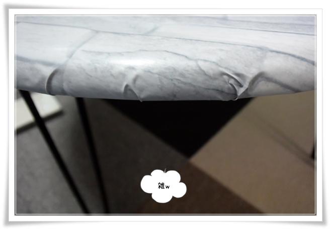 ダイソーさんのリメイクシートを折り畳み丸テーブルに貼ってみた。