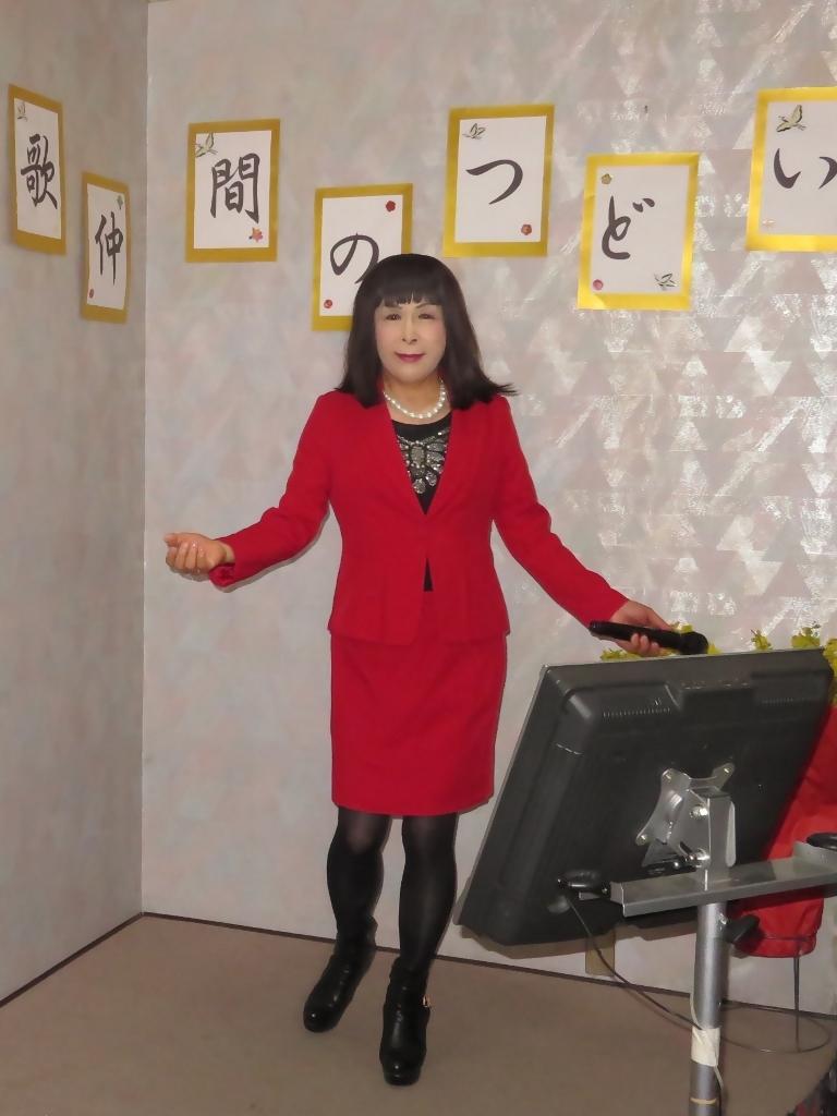 赤タイトスーツカラオケ(1)