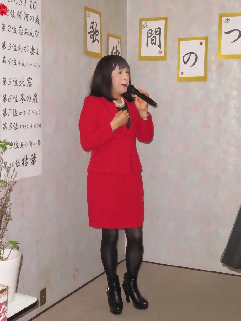 赤タイトスーツカラオケ(3)