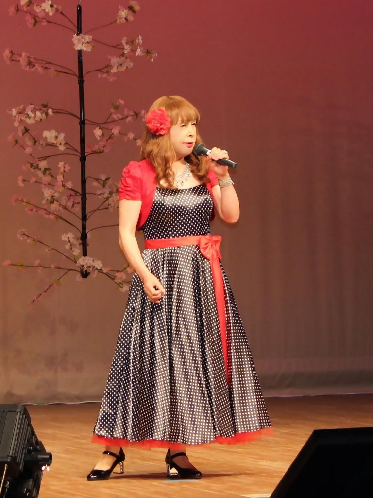 黒ドット模様ドレス舞台(2)