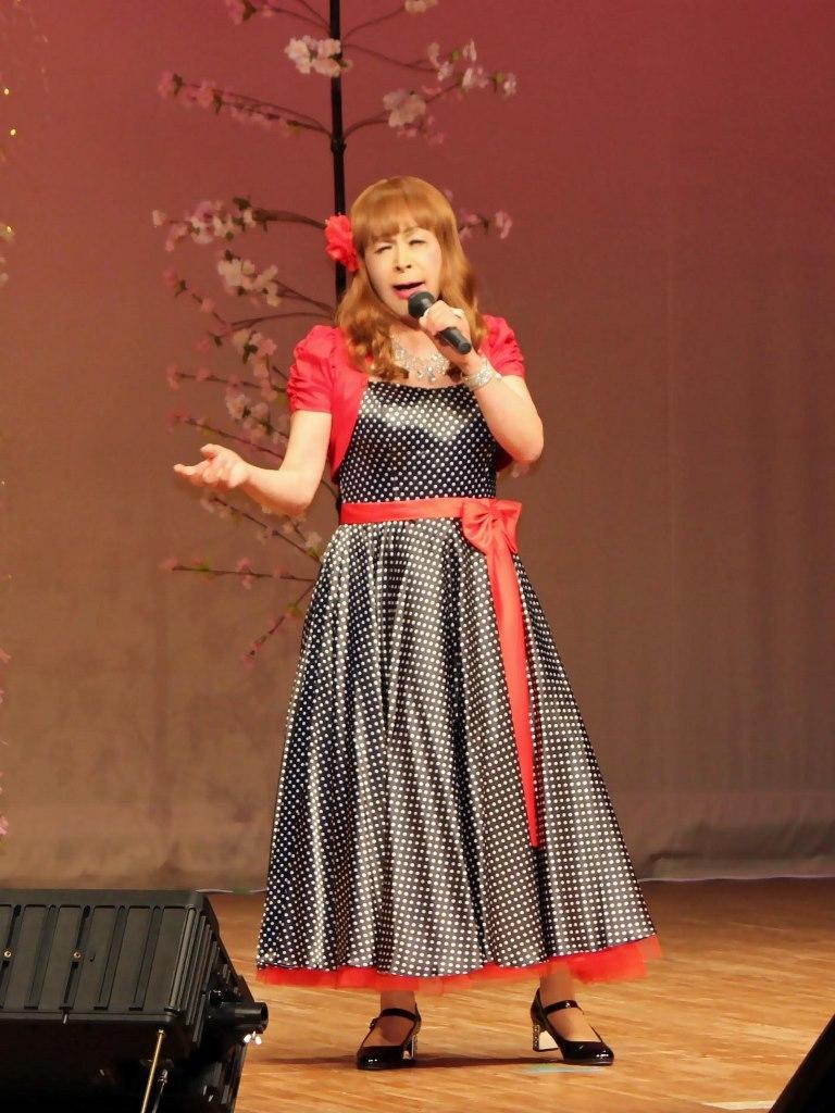 黒ドット模様ドレス舞台(3)