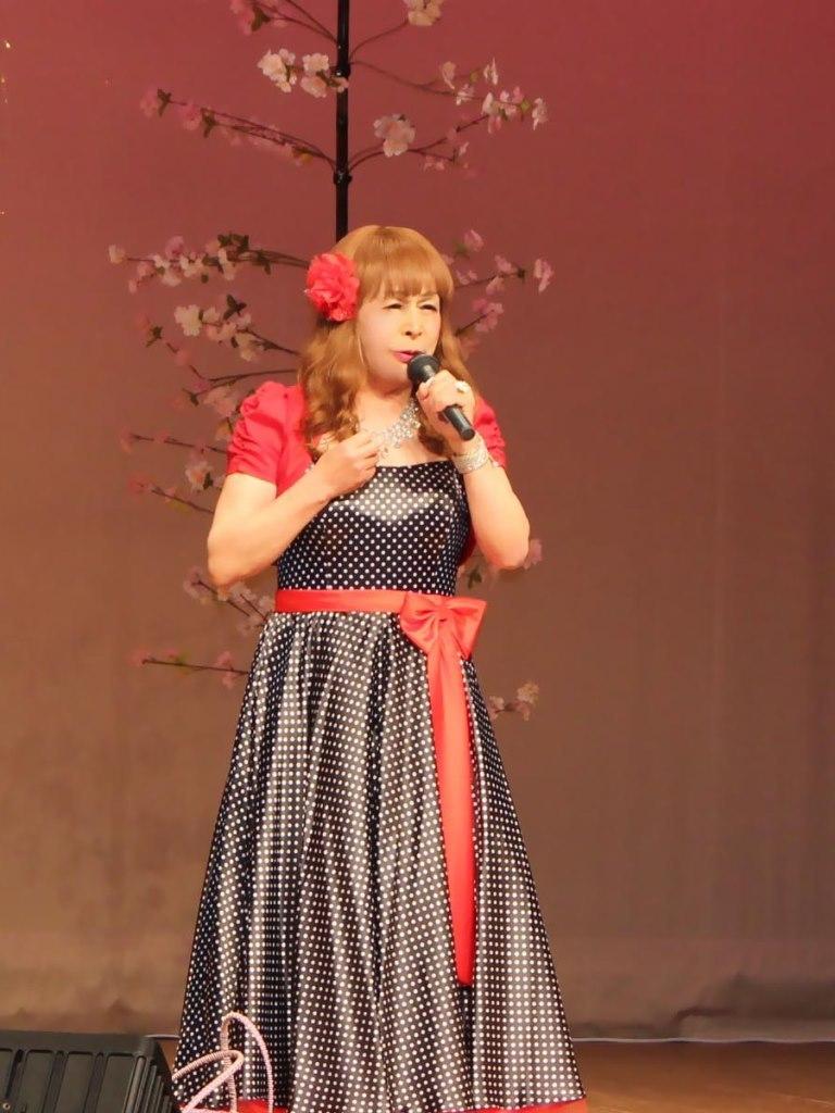 黒ドット模様ドレス舞台(5)