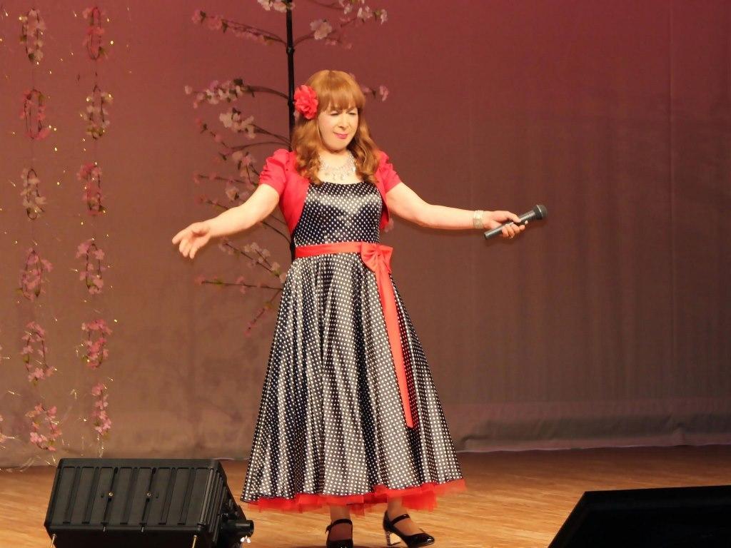 黒ドット模様ドレス舞台(6)