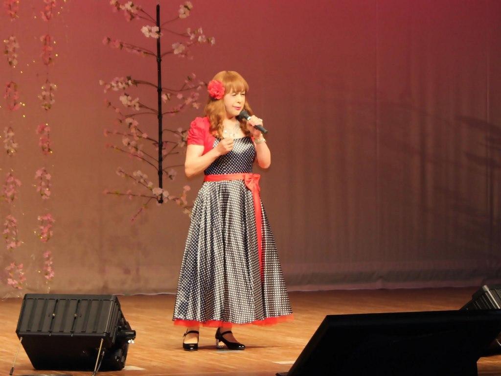 黒ドット模様ドレス舞台(7)