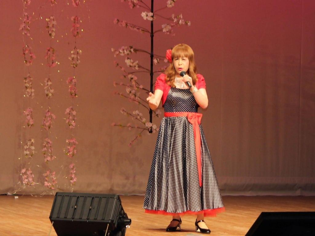 黒ドット模様ドレス舞台(8)