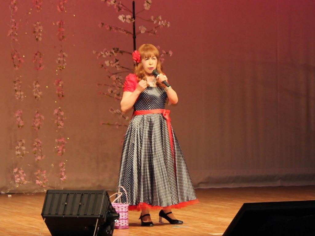 黒ドット模様ドレス舞台(9)